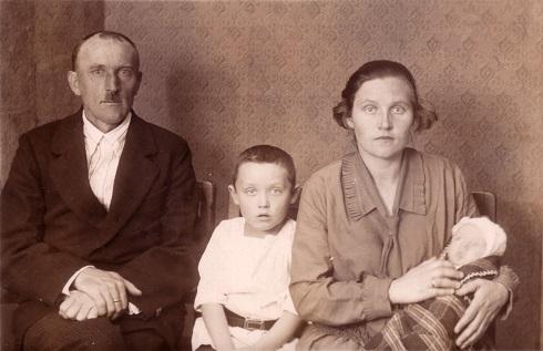 Philippsen family passport photo 1929: L-R Heinrich, Henry, Anna Alvin