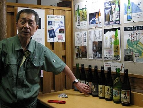 Yoshida Ryuichi, President of Yoshida Shuzo discussing Tedorigawa wines LGPhoto