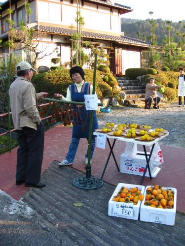 Inoue-san buys dried persimmons