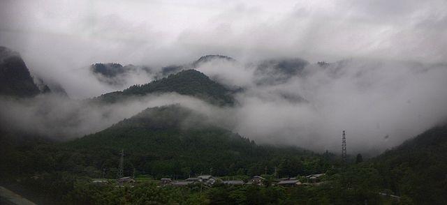 Fog over the Japanese hillside. Photo credit: Rei at en.wikipedia.