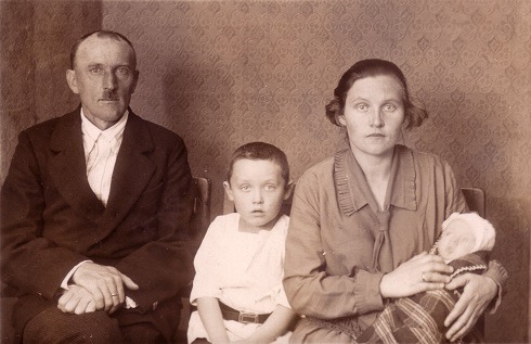 Philippsen family passport photo 1929: L-R Heinrich, Henry, Anna Alvin